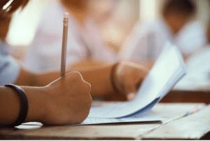 الفرق بين المدارس التجريبي واللغات
